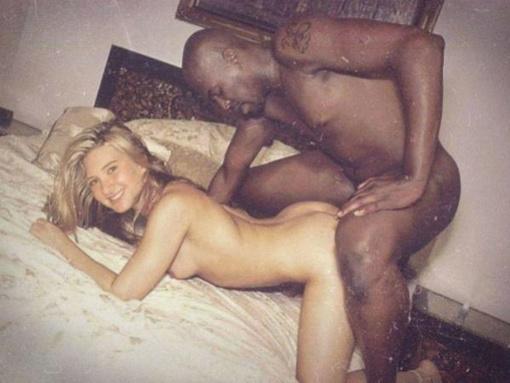 Chubby latina Jasmine Black sucks cock in public
