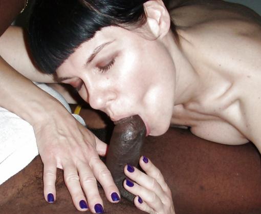 Photo Slut Mature Brunette Tasting the Black Dick