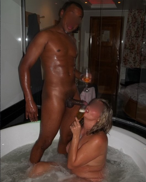 Photo Jacuzzi Black Cock Sucking with my Wife