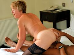 Photo Housewife Bareback Riding Sex with BBC