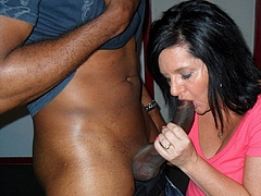 Photo Hot Brunette Mom Sucking a Juicy Black Cock